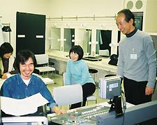 ミキサーの上田さん(左) 藤山先生(右)